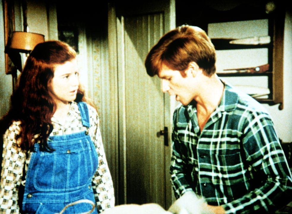 Ben Walton (Eric Scott, r.) möchte eigene Wege gehen. Seine Schwester Elizabeth (Kami Cotler, l.) hat, wie die übrige Familie, kein Verständnis dafü... - Bildquelle: WARNER BROS. INTERNATIONAL TELEVISION