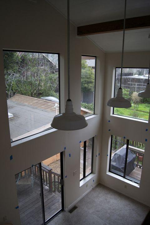 Wer zu Bauunternehmer Josh Temple ja sagt, wird sein blaues Wunder erleben und ein ganz neu gestaltetes Haus bekommen ... - Bildquelle: 2011, DIY Network/Scripps Networks, LLC.  All Rights Reserved
