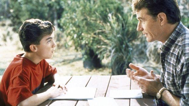 Hal (Bryan Cranston, r.) und Malcolm (Frankie Muniz, l.) sprechen sich aus .....