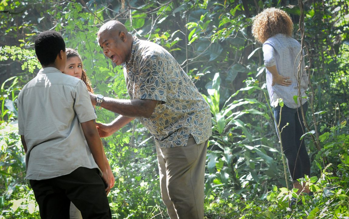 Ein Fall aus der Vergangenheit zwingt Grover (Chi McBride, 2.v.r.) dazu, seine Familie (Paige Hurd, 2.v.l., Chosen Jacobs, l. und Michelle Hurd, r.)... - Bildquelle: Norman Shapiro 2016 CBS Broadcasting, Inc. All Rights Reserved