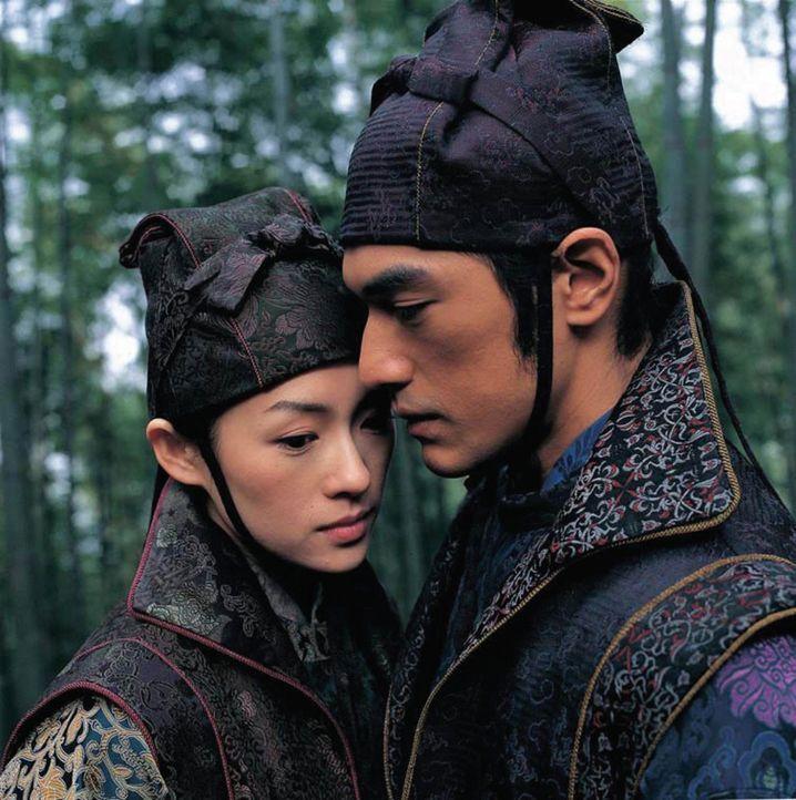 Der Plan geht auf: Mei (Zhang Ziyi, l.) führt Jin (Takeshi Kaneshiro, r.) tatsächlich zum Hauptquartier, und Leo ist den beiden immer auf den Fers... - Bildquelle: Constantin Film