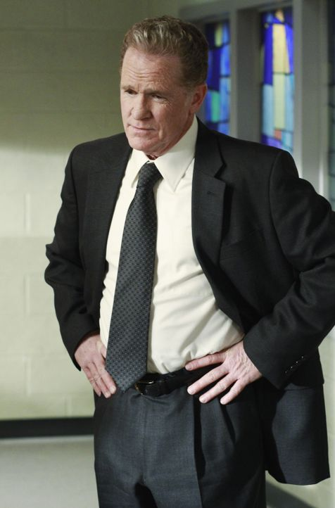 Hat eine gute Nachricht für Felicia: der Leiter des Gefängnisses (Josh Clark) ... - Bildquelle: ABC Studios