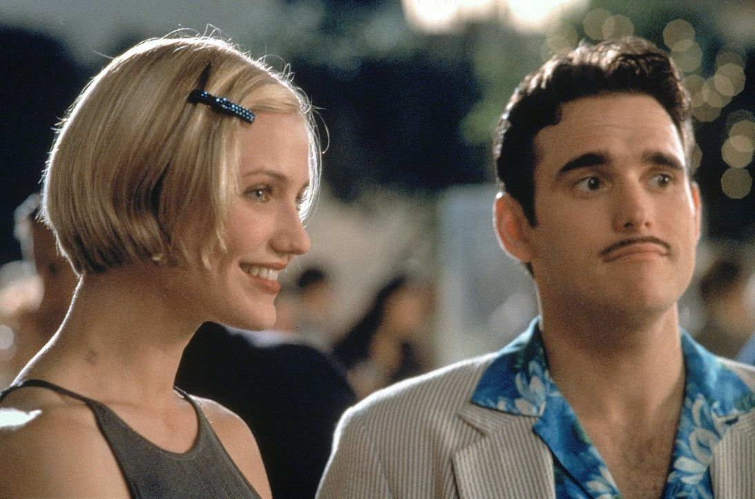 Eigentlich sollte Privatdetektiv Pat Haley (Matt Dillon, r.) die schöne Mary (Cameron Diaz, l.) für den tapsigen Ted ausfindig machen. Doch dann wir... - Bildquelle: 1998 Twentieth Century Fox Film Corporation. All rights reserved.