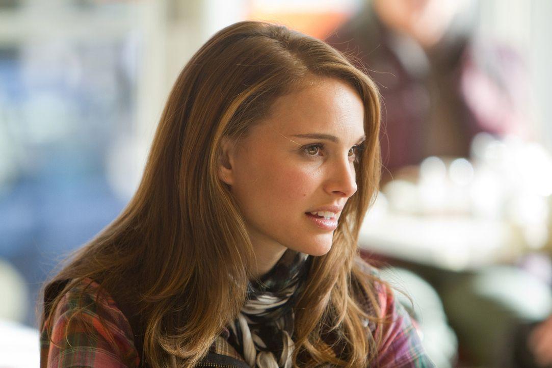 Die Forscherin Jane Foster (Natalie Portman) beobachtet seit Jahren spektakuläre Naturerscheinungen. Eines dieser Ereignisse wird ihr Leben erhebli... - Bildquelle: 2011 MVLFFLLC. TM &   2011 Marvel. All Rights Reserved.