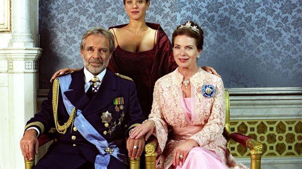 Kronprinzessin Isabella von Luxenstein (Muriel Baumeister, M.) mit ihren Elte...