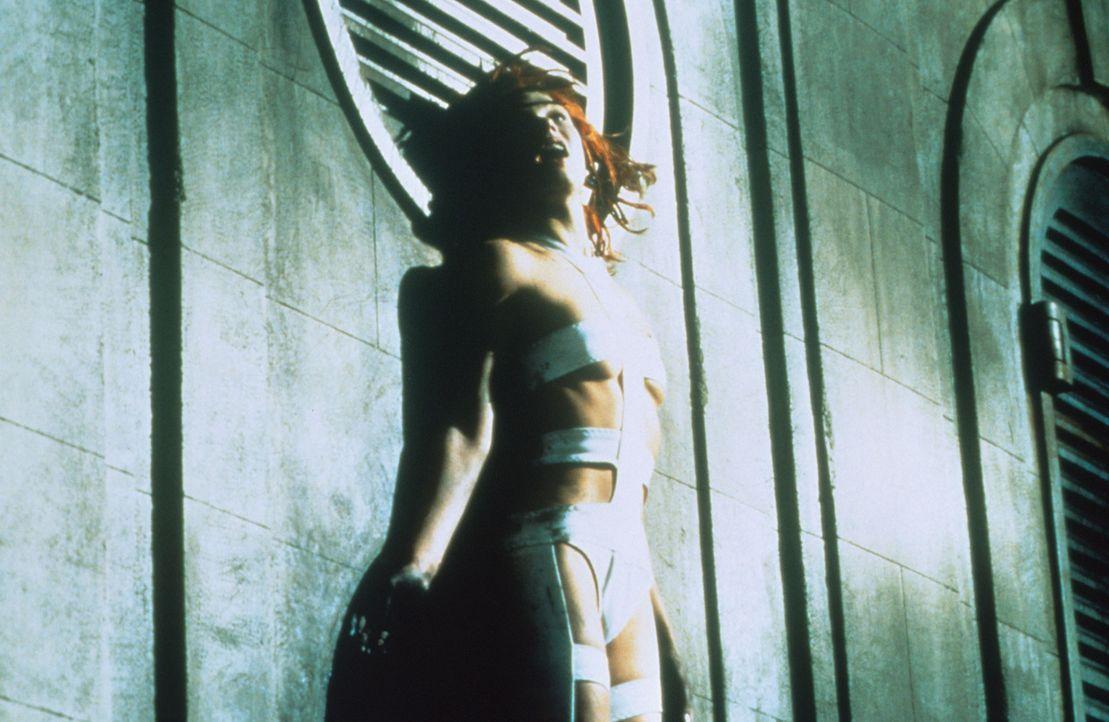 Das wunderschöne Mädchen Leeloo (Milla Jovovich) ist die Trägerin des fünften Elements, doch nur im Zusammenspiel mit den vier anderen Elementen... - Bildquelle: Tobis Filmkunst