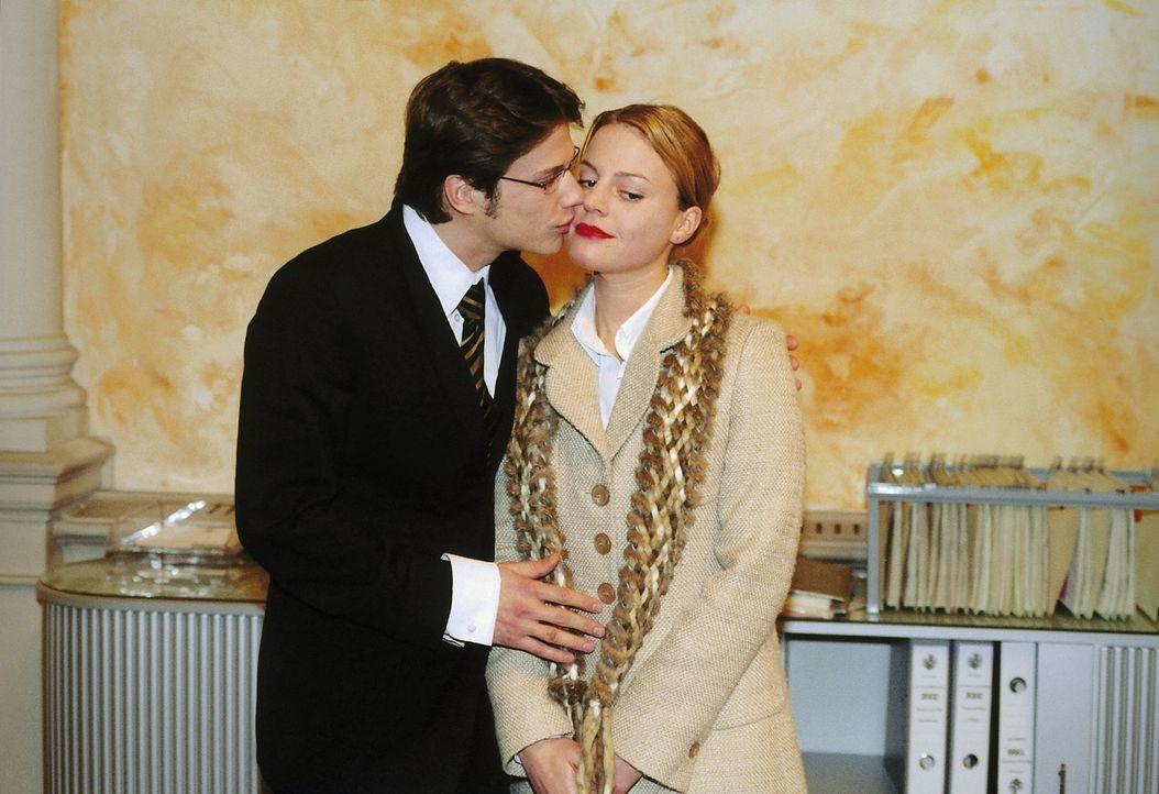 Fast perfekt verlobt: Nika (Maria Simon, r.) und Fritz von Seckbach (Kristian-Erik Kiehling, l.) ... - Bildquelle: Krause-Burberg ProSieben