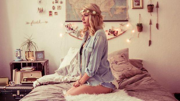 Nicole Cross - Awesome
