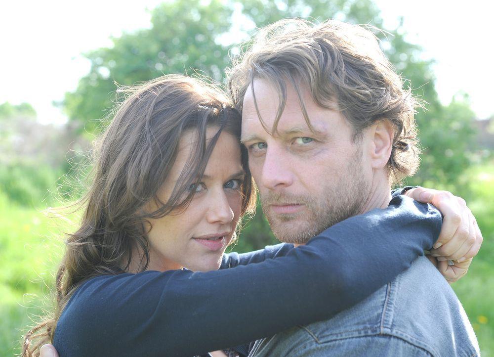 Mit der Zeit merkt Anne (Alexandra Neldel, l.), dass Karl (Hendrik Duryn, r.) trotz seines rüden Benehmens ein gutes Herz hat. Doch kaum kommt es z... - Bildquelle: Aki Pfeiffer SAT.1