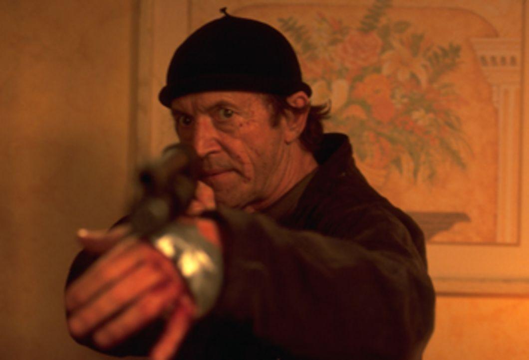 Agent Kirchner (Lance Henriksen) hilft Marvin, einem an einer seltenen Krankheit leidenden Jungen, beim Kampf gegen eine gefährliche und tot geglaub... - Bildquelle: Dimension Films