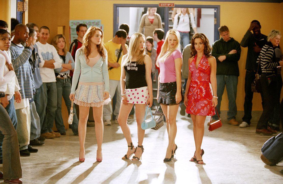 Der Zickenterror kann beginnen: (v.l.n.r.) Cady (Lindsey Lohan), Karen (Amanda Seyfried), Regina (Rachel McAdams) und Gretchen (Lacey Chabert) ... - Bildquelle: Paramount Pictures