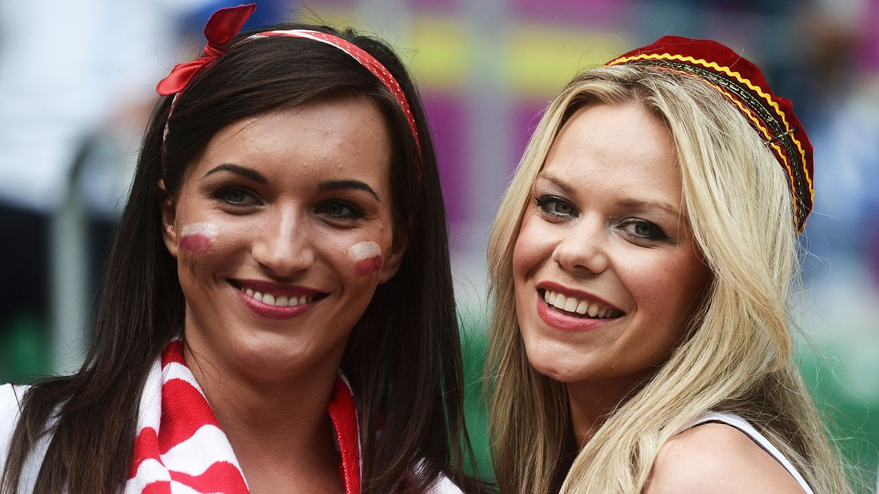 schone-fans-12-06-11-01-AFP - Bildquelle: AFP