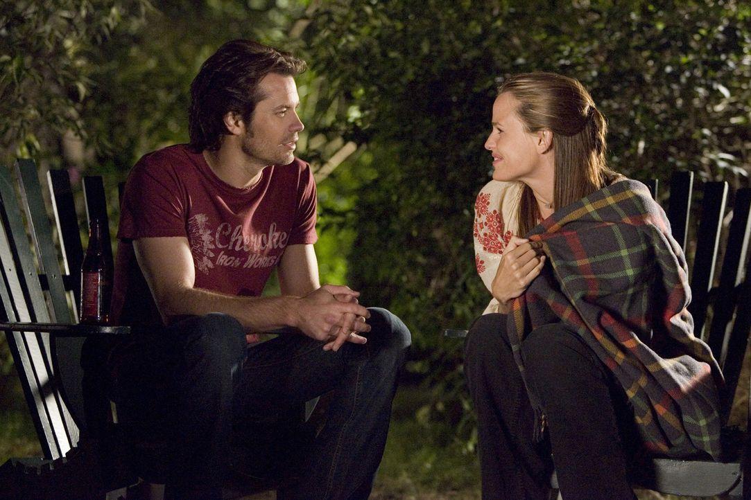 Nach dem plötzlichen Tod ihres Verlobten Grady kommen immer mehr Geheimnisse über ihn ans Licht. Und dann fühlt sich Gray (Jennifer Garner, r.) a... - Bildquelle: Sony Pictures Television International