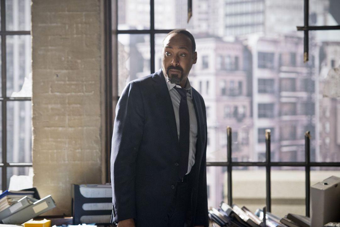 Wird der Joe (Jesse L. Martin) in der Vergangenheit erkennen, dass dieser Barry nicht der ist, für den er sich ausgibt? - Bildquelle: Warner Bros. Entertainment, Inc.