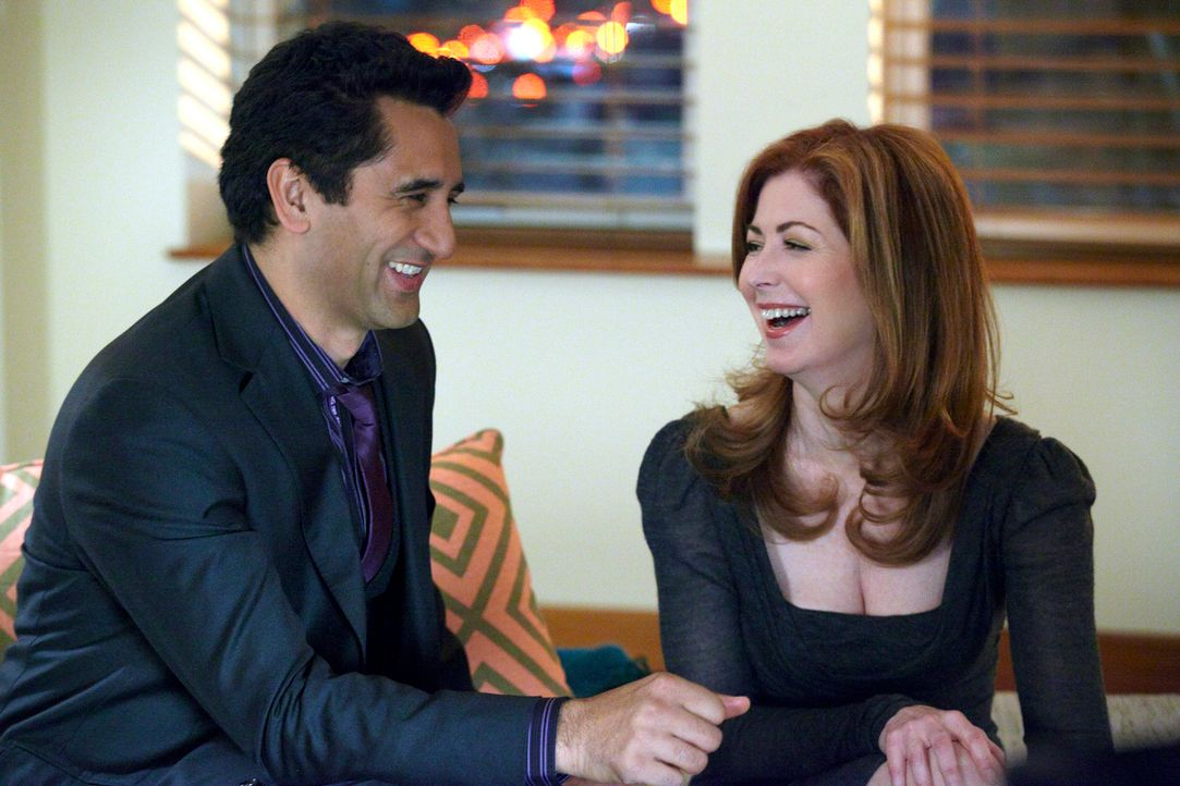 Verstehen sich blendend: Derek (Cliff Curtis, l.) und Megan (Dana Delany, r.) - Bildquelle: 2010 American Broadcasting Companies, Inc. All rights reserved.