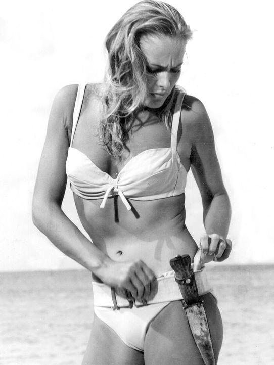 Ursula-Andress-Szenenfoto-james-bond-1962-dpa - Bildquelle: dpa