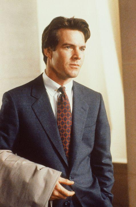 Als Geschworener kommt Eddie Sanger (Dennis Quaid) einer Verschwörung auf die Spur ... - Bildquelle: TriStar Pictures