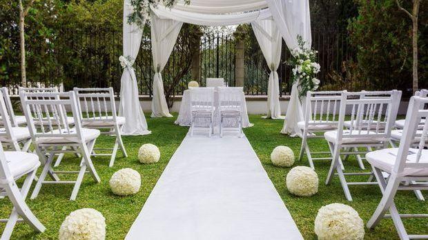 Schlicht und elegant – ein Hochzeitsmotto muss nicht ausgeflippt sein.