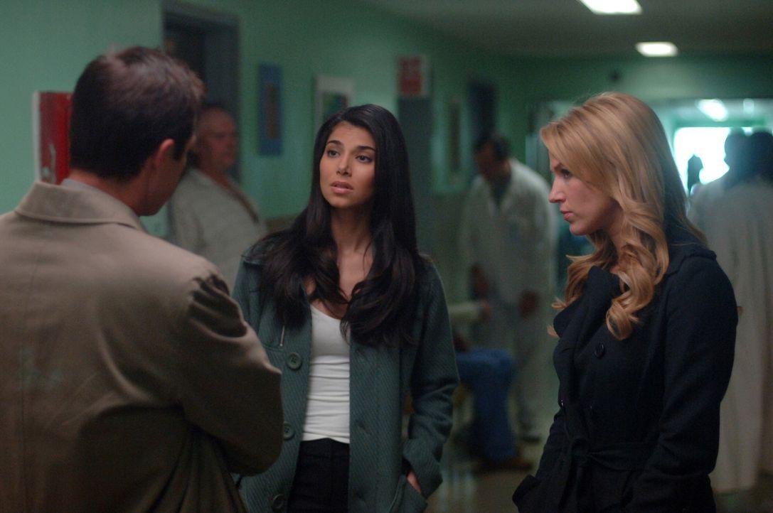 Martin (Eric Close, l.), Elena (Roselyn Sanchez, M.) und Samantha (Poppy Montgomery, r.) machen sich Sorgen um Jack, dessen Vater an Alzheimer erkra... - Bildquelle: Warner Bros. Entertainment Inc.