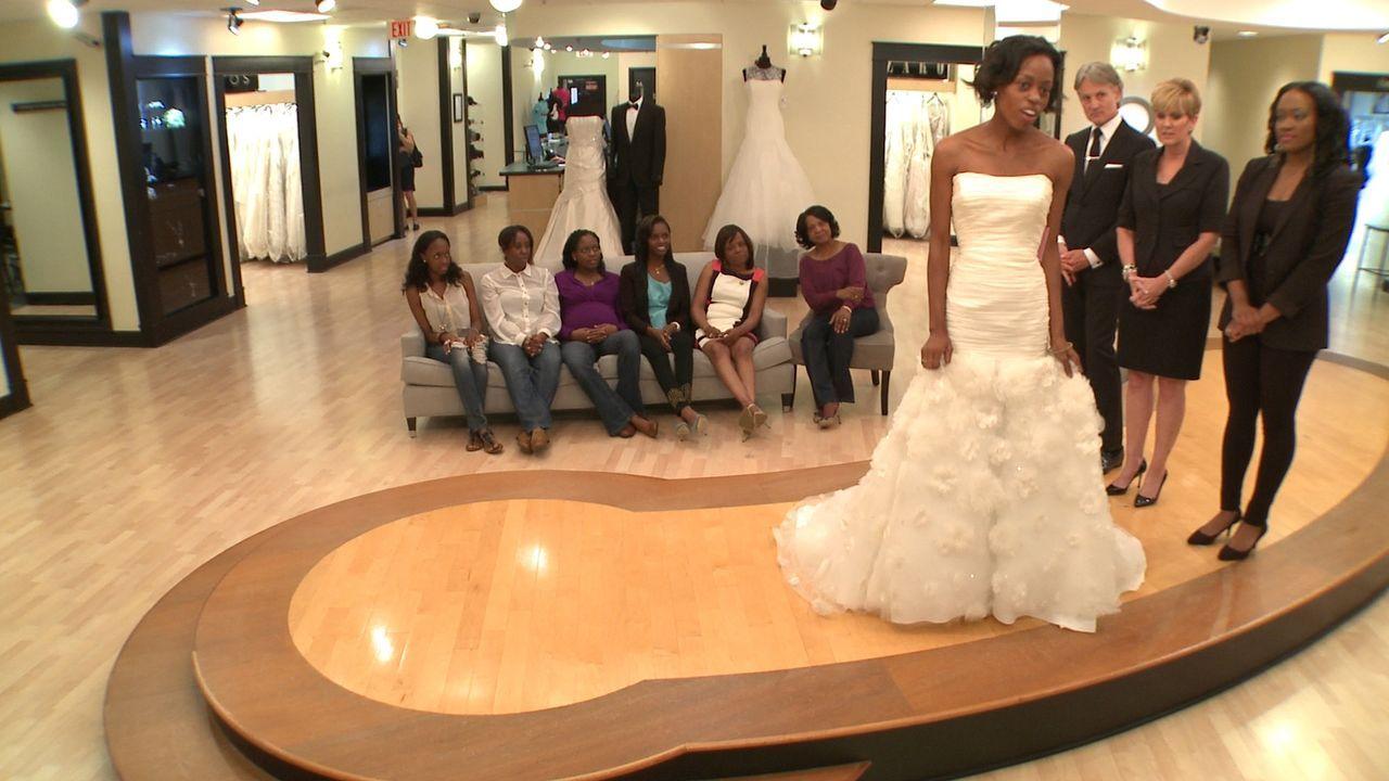 Während Tameria James ein ganz unaufgeregtes Klein möchte, will ihre Schwester sie unbedingt in einem sexy Kleid sehen ... - Bildquelle: Discovery Communications