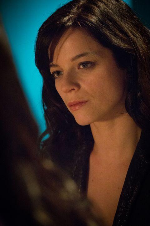 Adèle (Juliette Roudet) kümmert sich aufopferungsvoll um Camille und trotzdem kann sie nicht jedes Unheil von ihr fernhalten. Oder gibt es doch eine... - Bildquelle: Eloïse Legay 2016 BEAUBOURG AUDIOVISUEL