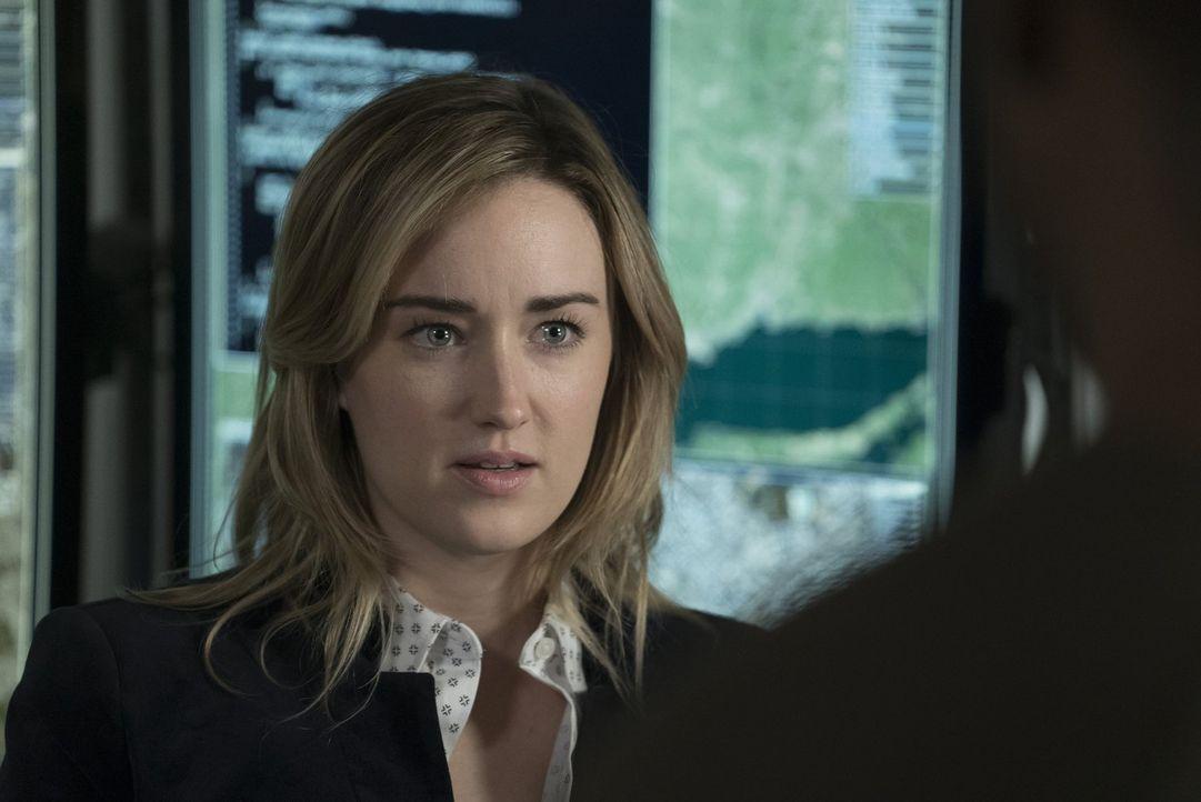 Aus unbekanntem Grund kommt einer der meist gesuchten Terroristen der Welt nach New York. Auf Patterson (Ashley Johnson) kommt die schwierige Aufgab... - Bildquelle: Warner Brothers