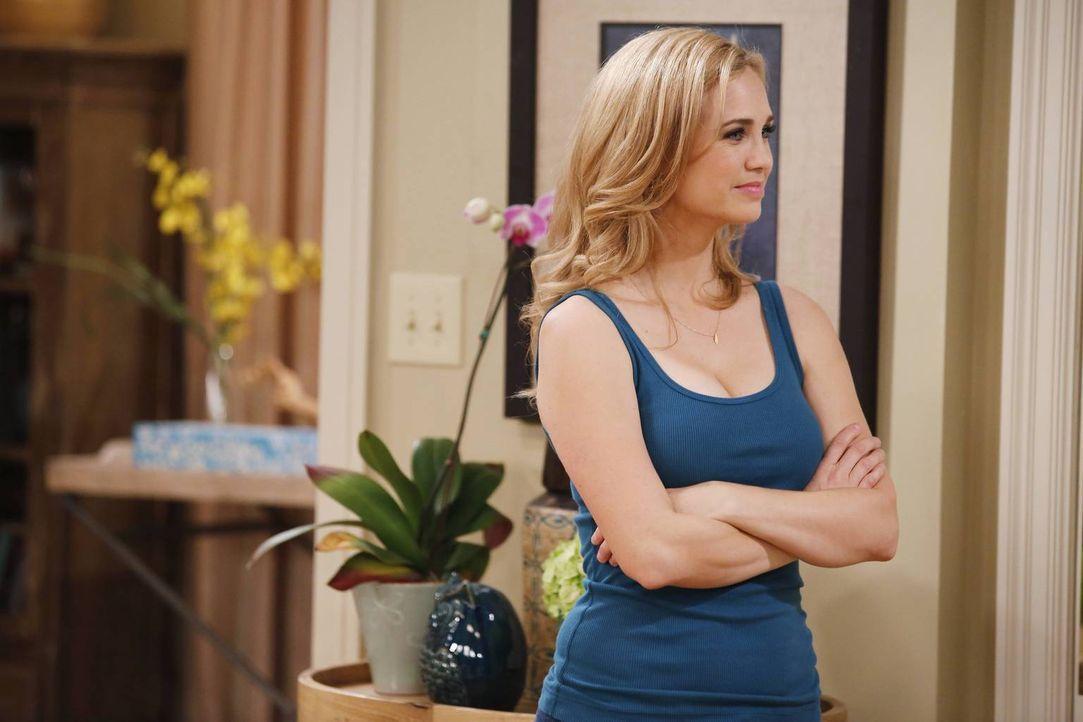 Die hübsche und clevere Kelly (Fiona Gubelmann) ahnt nicht, welches Spielchen mit ihr gespielt wird ... - Bildquelle: 2013 CBS Broadcasting, Inc. All Rights Reserved.