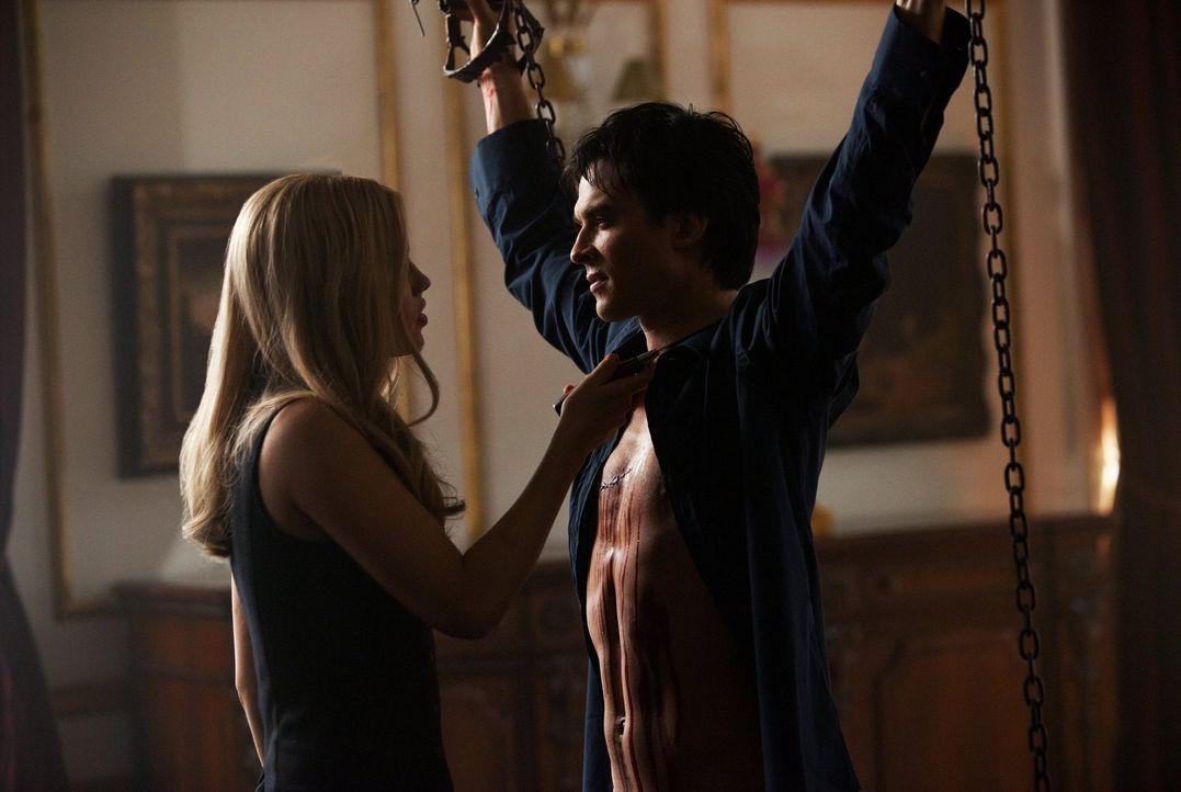 Für Rebekah (Claire Holt, l.) ist die Zeit gekommen, um sich an Damon (Ian Somerhalder, r.) zu rächen ... - Bildquelle: Warner Brothers Entertainment Inc.