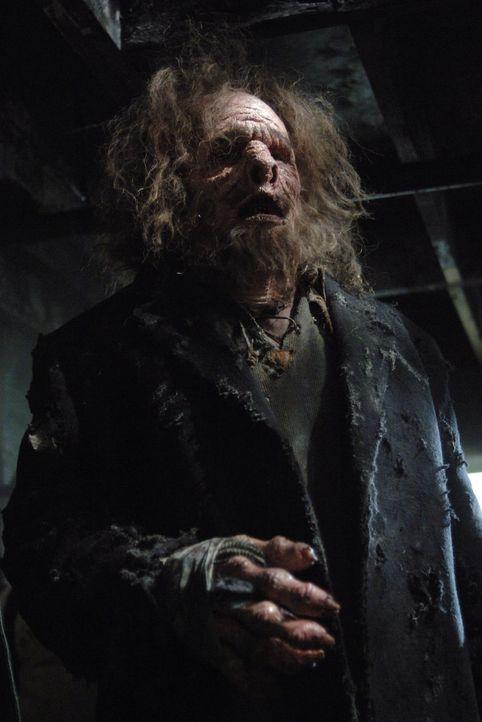 Bei einem Kampf gegen das Monster (Darsteller unbekannt) passiert Dean ein verhängnisvoller Fehler ... - Bildquelle: Warner Bros. Television