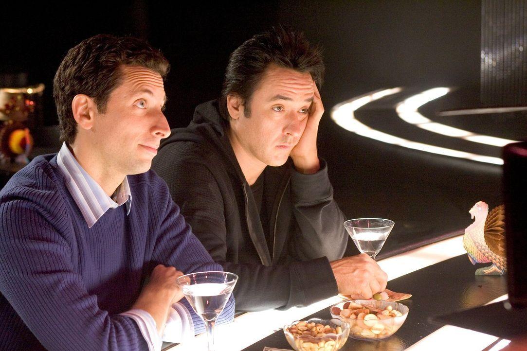 Charlie (Ben Shenkman, l.) und Jake (John Cusack, r.) im Stripclub: Während Charlie den Abend genießt, kann der romantische Jake mit den Darbietunge... - Bildquelle: Warner Brothers
