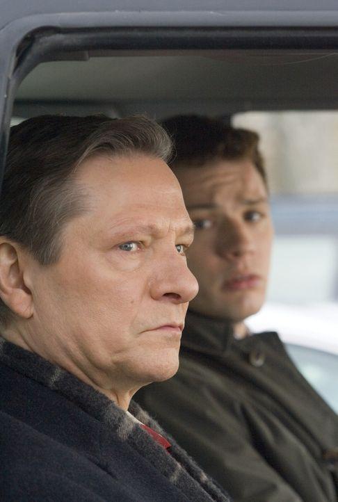 Der FBI-Neuling Eric O'Neill (Ryan Phillippe, r.) ist nicht sonderlich glücklich über seinen ersten Auftrag. Er soll als persönlicher Assistent von... - Bildquelle: Universal Pictures