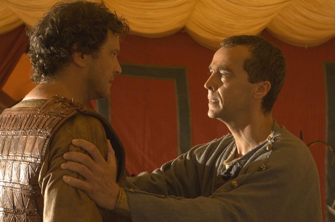 Kann Nestor (John Hannah, r.) Aurelius (Colin Firth, l.) überzeugen? - Bildquelle: TOBIS Filmkunst GmbH & Co. Verleih KG