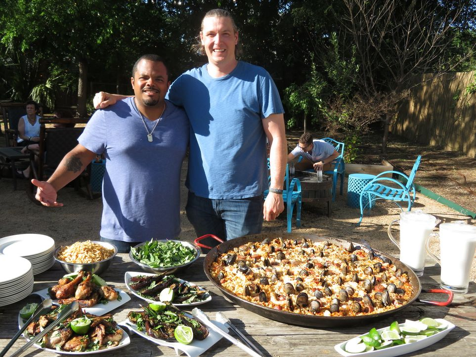 Roger Mooking (l.); Jason Dady (r.) - Bildquelle: 2017, Television Food Network, G.P. All Rights Reserved.