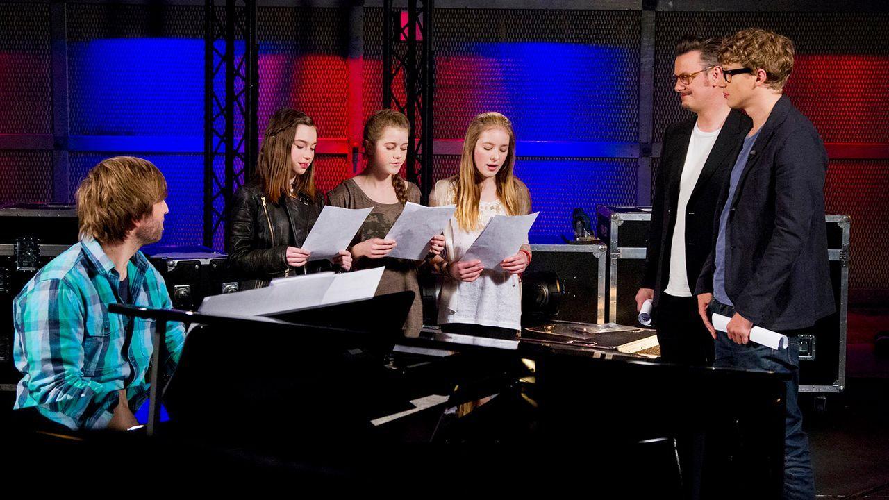 The-Voice-Kids-epi04-Alexandra-Sarah-Rita-3-SAT1-Richard-Huebner - Bildquelle: SAT.1/Richard Hübner