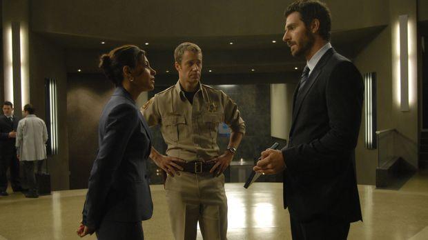Jack Carter (Colin Ferguson, M.) ist froh, denn der ebenfalls verstrahlte Dr....
