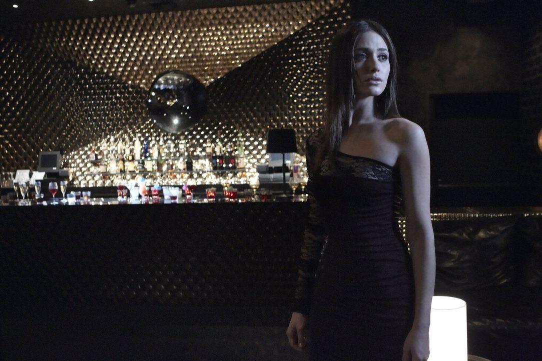 Die Angst löst sich bei Fiona (Emmy Rossum), doch ihre Schwester Debbie spioniert Steve nach ... - Bildquelle: 2010 Warner Brothers