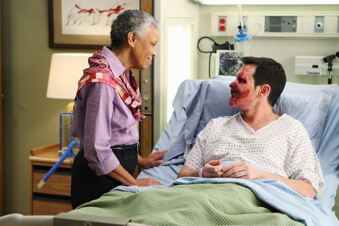 Im Krankenhaus herrscht große Aufregung, da an Dave (Larry Sullivan, r.) eine seltene Gesichtstransplantation durchgeführt werden soll. Shayna (Gr... - Bildquelle: Touchstone Television
