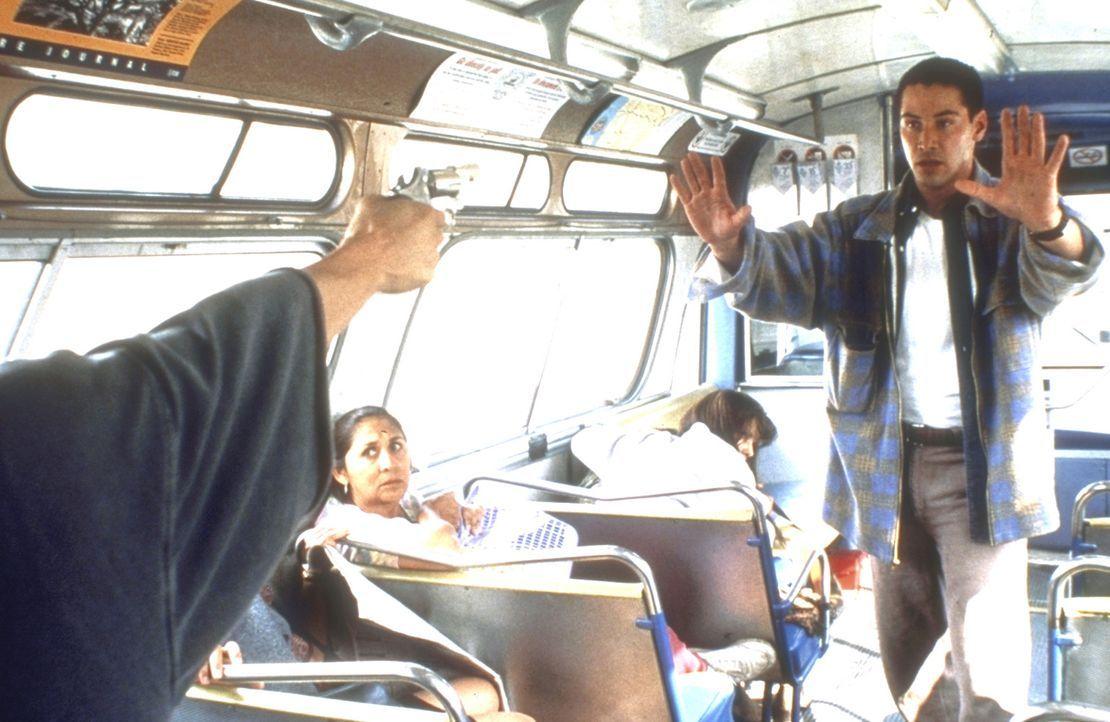 Nachdem es dem mutigen Polizisten Jack Traven (Keanu Reeves) gelungen ist, in den Bus zu klettern, versucht er, den gnadenlosen Entführer zu beruhig... - Bildquelle: Twentieth Century Fox of Germany