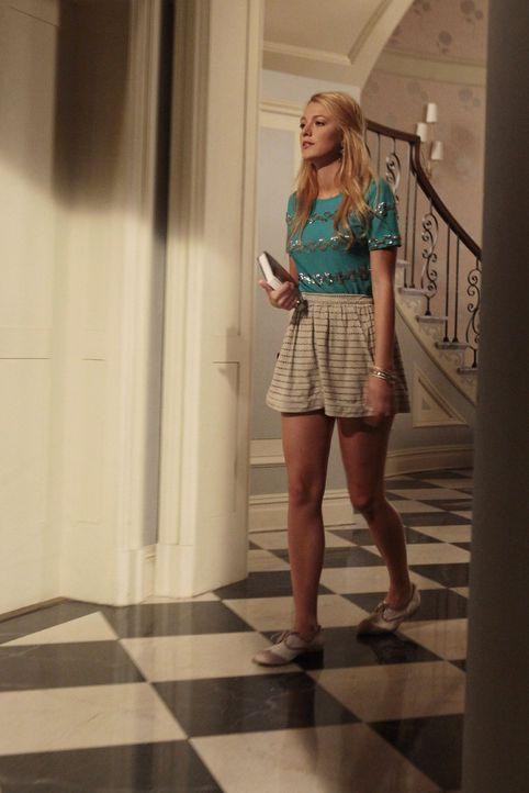 Serena (Blake Lively) ist gezwungen zu schmutzigen Tricks zu greifen, um an die Filmrechte von Dans Buch zu kommen ... - Bildquelle: Warner Bros. Television
