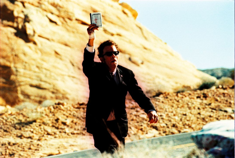 """In der Wüste treffen die Kopfgeldjäger mitsamt ihrer Geiseln auf """"den Wanderer"""" (Tom Waits), der sie davon überzeugt, das Geld zurückzubringen ... - Bildquelle: Constantin Film"""