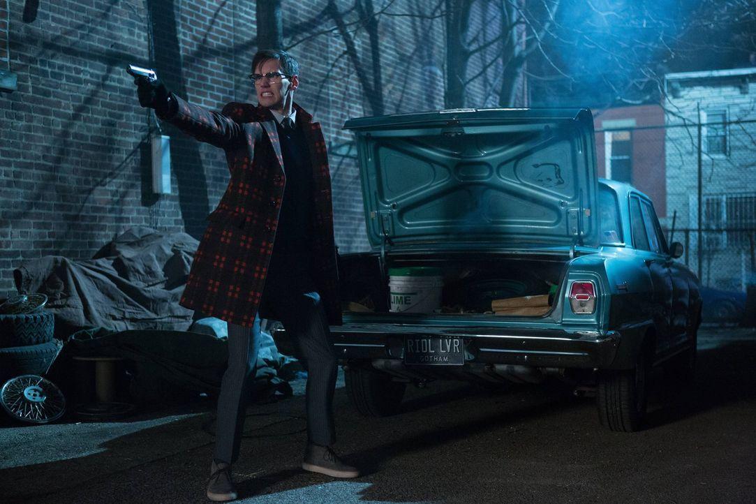 Um zu verhindern, dass Gordon herausfindet, dass er ihm den Mord an Pinkney angehängt hat, will Nygma (Cory Michael Smith) Gordon aus dem Weg räumen... - Bildquelle: Warner Brothers