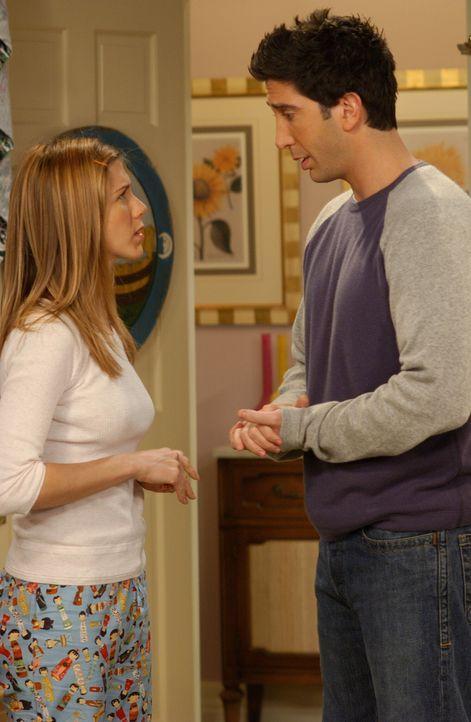 Nach all den missglückten Annnährungsversuchen von Rachel (Jennifer Aniston, l.), beschließen Ross (David Schwimmer, r.) und Rachel, es nie wieder z... - Bildquelle: 2003 Warner Brothers International Television