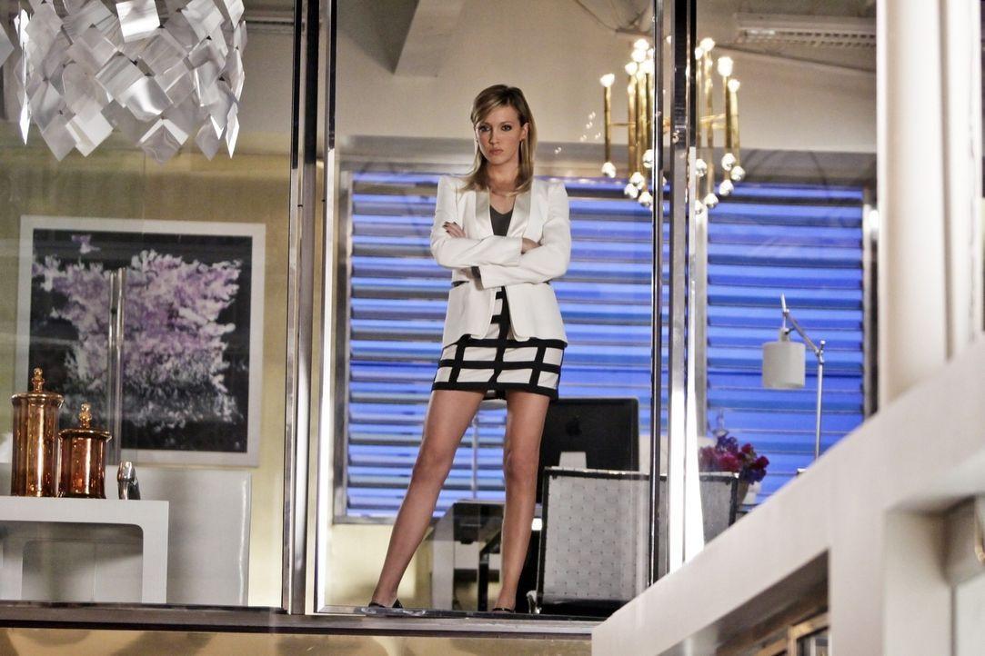 Die gewiefte Ella (Katie Cassidy) hat es wirklich geschafft und Amanda ist Gefängnis geschickt - doch Arbeit und Geld ist nicht alles im Leben... - Bildquelle: 2009 The CW Network, LLC. All rights reserved.
