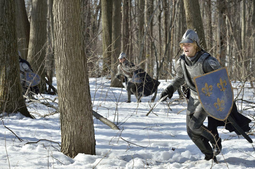 Prinz Francis (Toby Regbo, r.) muss die Geschicke Frankreichs jetzt selbst in die Hand nehmen, denn sein Vater Henry II. ist dem Wahnsinn verfallen... - Bildquelle: 2013 The CW Network, LLC. All rights reserved.