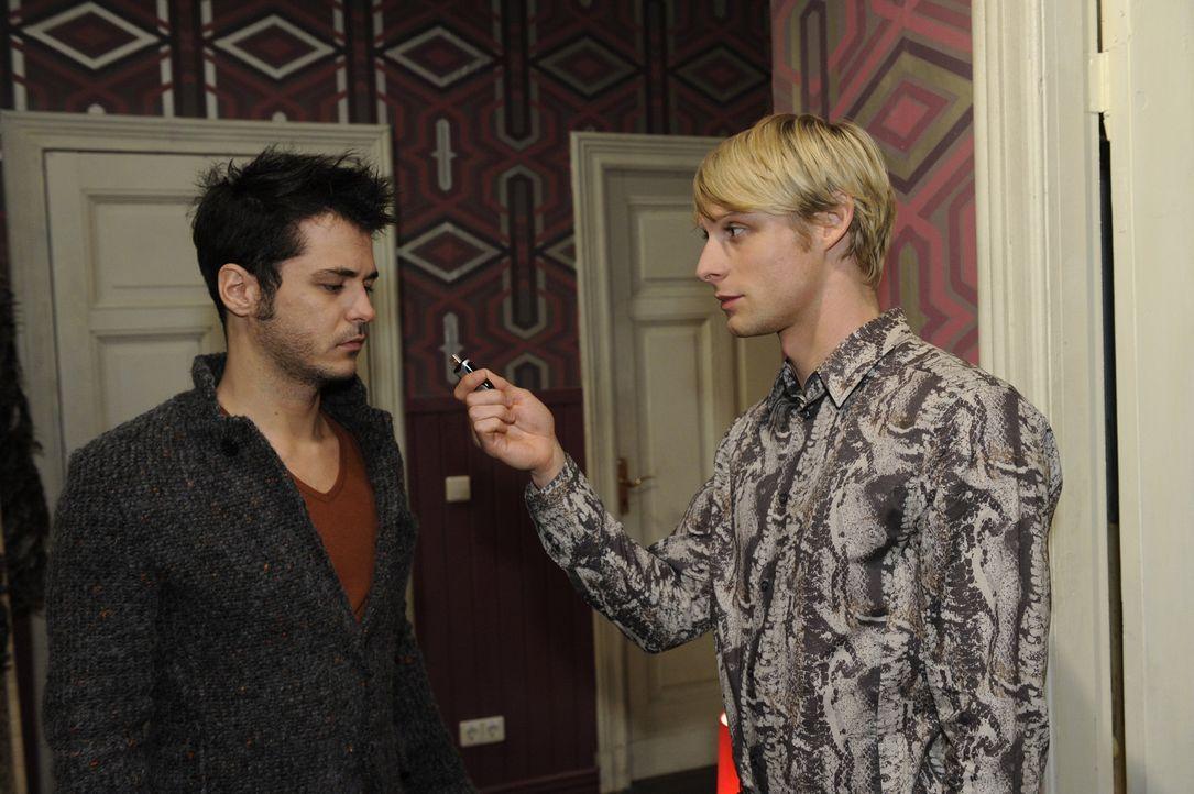 Was ist zwischen Maik (Sebastian König, l.) und Virgin (Chris Gebert, r.) los? - Bildquelle: SAT.1