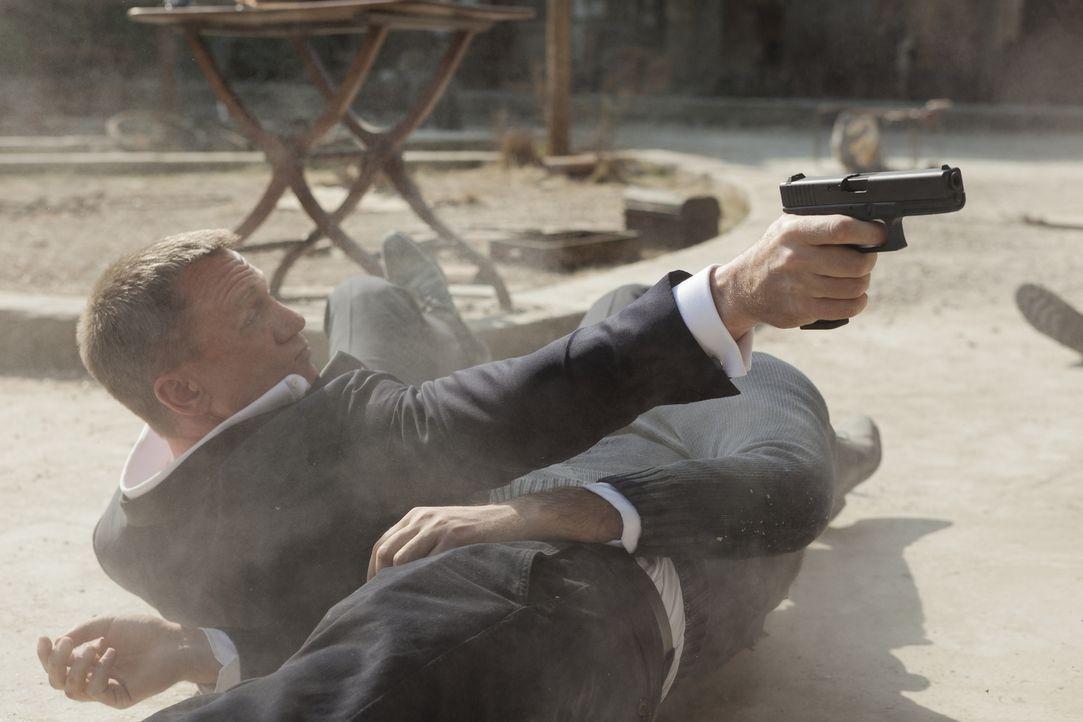 Als der MI6 unter Beschuss gerät, muss 007 (Daniel Craig) die Angreifer aufspüren und unschädlich machen, ohne Rücksicht auf den Preis, den er selbs... - Bildquelle: Skyfall   2012 Danjaq, LLC, United Artists Corporation and Columbia Pictures Industries, Inc. All rights reserved.