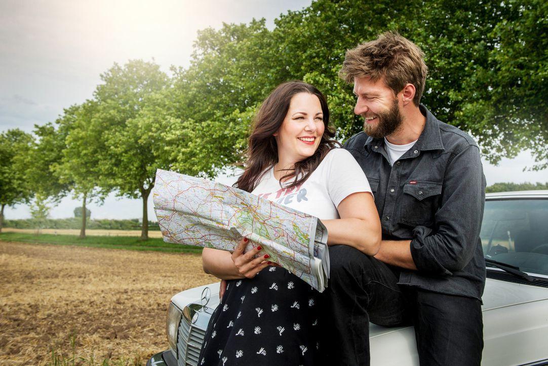 Paula Lambert (l.) und ihr Mann Matthias (r.) begeben sich auf Deutschlandtour - mit dem Ziel, herauszufinden, was guten Sex ausmacht ... - Bildquelle: Martin Rottenkolber sixx