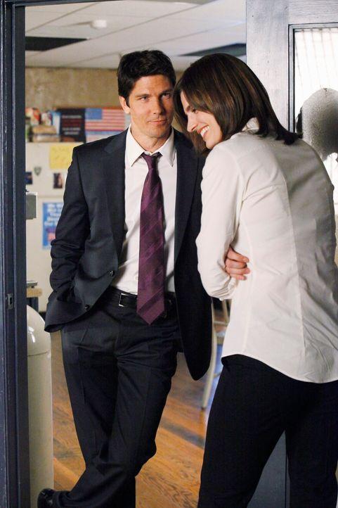 Der attraktive Det. Tom Demming (Michael Trucco, l.) reißt sich geradezu darum, mit Kate Beckett (Stana Katic, r.) zusammenzuarbeiten. - Bildquelle: ABC Studios