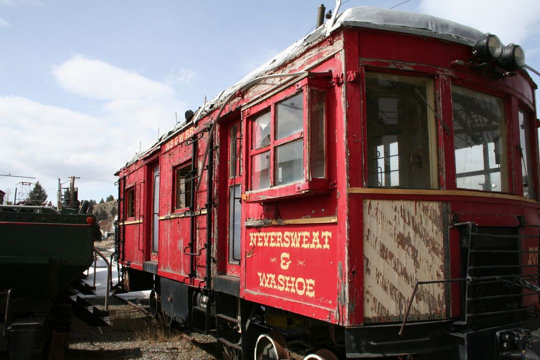 Niemand kann es sich leisten, alte und abgenutzte Loks und Waggons im Eisenbahnverkehr zu behalten. Sie landen schließlich auf Materialfriedhöfen. - Bildquelle: PMF/Klaire Markham