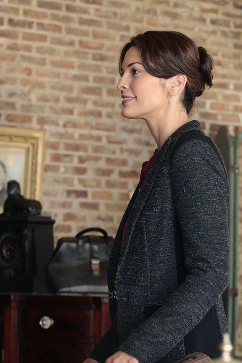Als Detective Jo Martinez (Alana De La Garza) bei Abe zu einem gemeinsamen Abendessen mit Henry eingeladen wird, versucht sie herauszufinden, was di... - Bildquelle: Warner Brothers